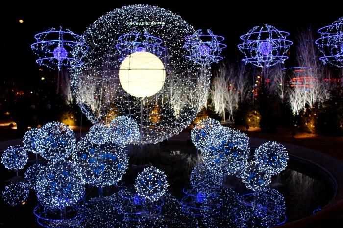 巴黎聖誕市集門口晚上
